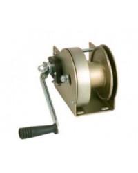 Self-locking towing winch